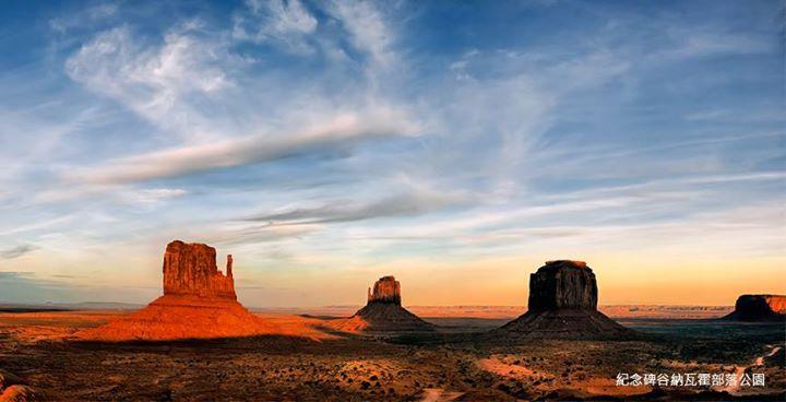 火红的戈壁被猛烈的骄阳直射著,荒凉,空旷却有著吸引人的暖色调画面