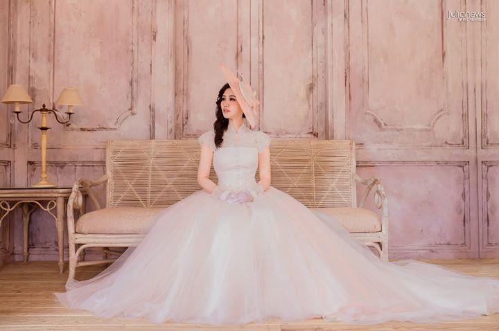 【茱莉亚精品婚纱│礼服】 从浪漫的亮软纱裙摆,到复古蕾丝前扣